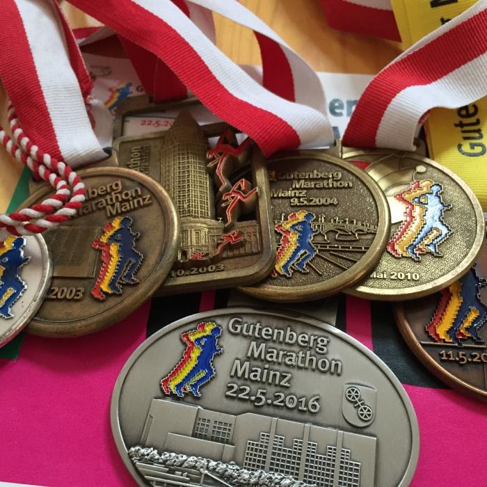 Lauf-Medaillen Marathon Halbmarathon Axel Mengewein
